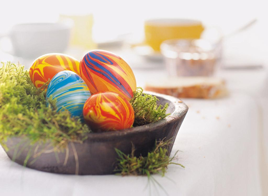 Kiaušinio dekoravimas marmuro efekto dažais